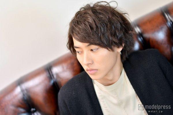【元祖壁ドン王子】山崎賢人の髪型に学ぶモテヘアーの画像