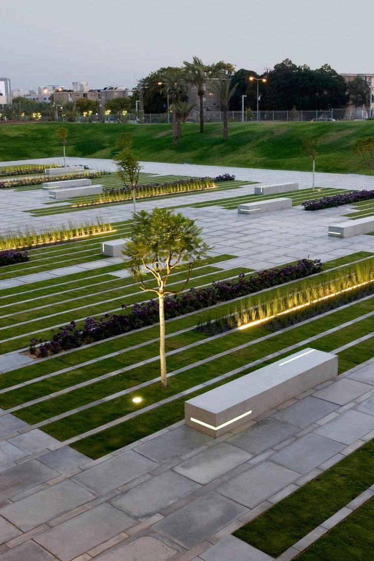 Plaza organizada mediante un tramado lineal.