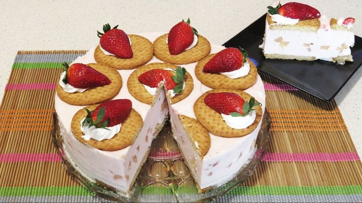 Tort cu Iaurt de Capsuni si Biscuiti (Fara Coacere) / No-Bake Strawberry Yogurt and Biscuits Cake!
