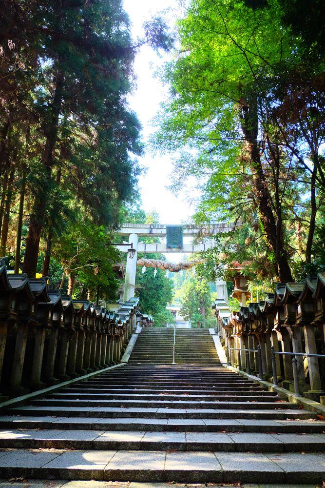 宝山寺門前