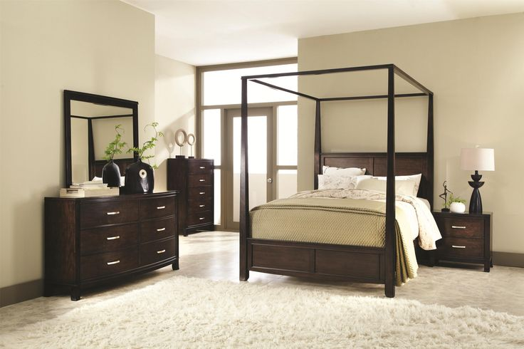 Queen Canopy Bed with Raised Panels
