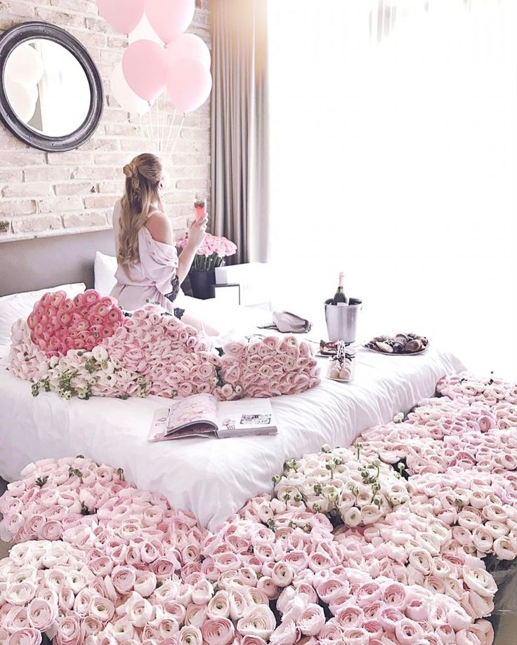 "3,710 kedvelés, 25 hozzászólás – Muszula Timi (@viraglauravirag) Instagram-hozzászólása: ""#lauravirag #ranunculus #flowers #lavieenrose #pink #morning Thank you Heritage Home Apartments"""