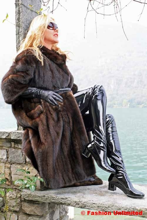 Fur coat, leather gloves and 60s thigh boots.