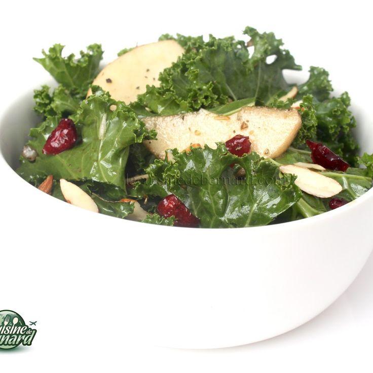 Salade de chou kale aux amandes, pommes et canneberges