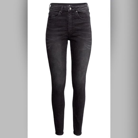 High waisted black jeans h&m 8 H&m high waisted black washed out jeans, gently used awesome condition just to big on me now retail for 29.99 size 8 or 5 Jeans Skinny