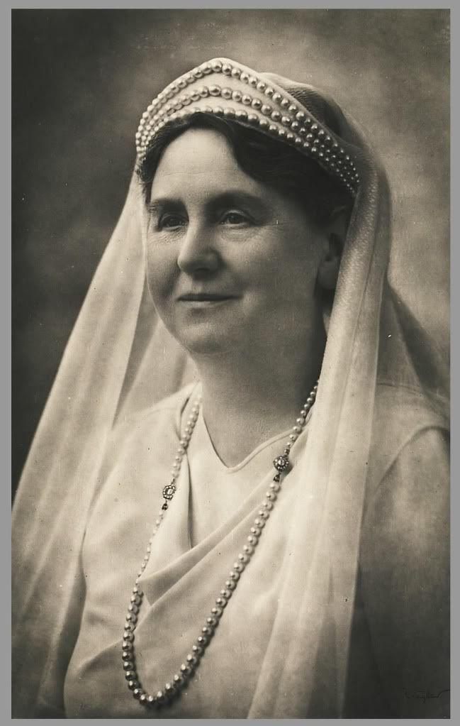 veil and head dress (Dutch Queen Wilhelmina in white mourning after the death of her husband, 1934. Photo Franz Ziegler.)