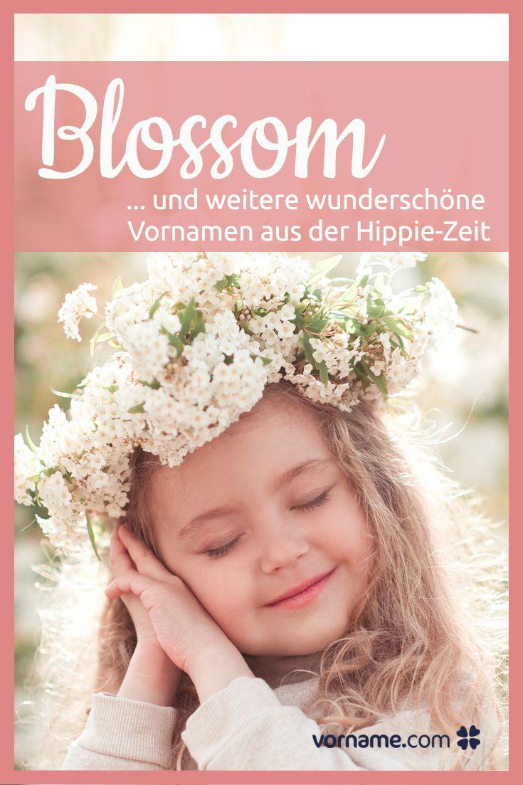 Du liebst Flower Power und die Hippie-Zeit? Bei uns findest Du eine Liste der schönsten Vornamen für Jungen und Mädchen aus der wilden Zeit!