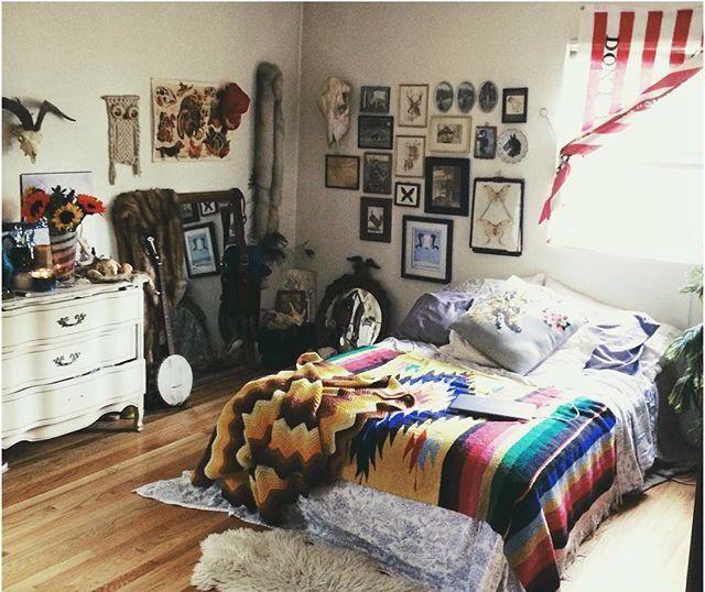 The 25 best indie dorm room ideas on pinterest indie for Bedroom ideas indie