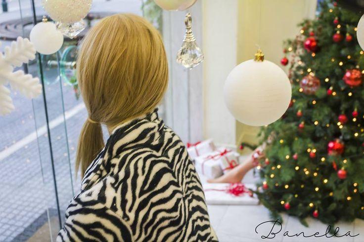 window-display-Banella-lingerie