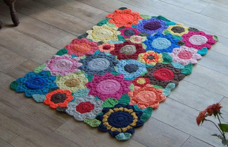 Ponto do Bordado: Tapete de barbante colorido crochê floral