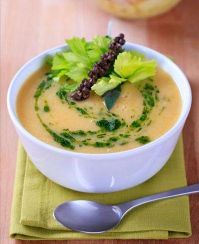 Oito receitas de sopa para saborear no inverno  Beterraba, quinoa e abóbora com ricota são alguns dos sabores
