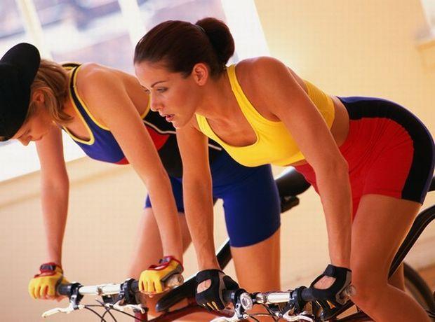 Spinning: γιατί να κάνεις και πώς θα αλλάξει το σώμα σου με την ομαδική ποδηλασία εσωτερικού χώρου