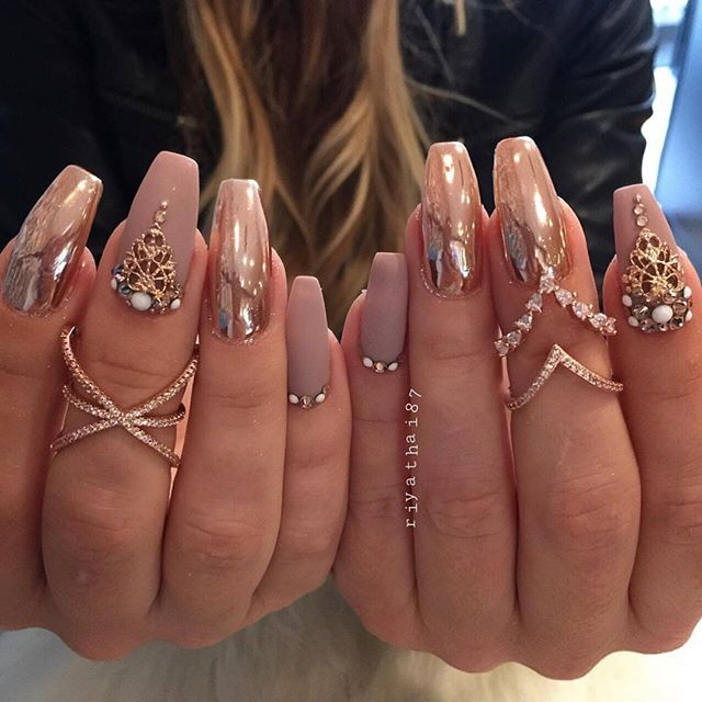 These nails by @riyathai87 are amazing! Shop for featured Queen's Lace nail charms at DAILYCHARME.COM!