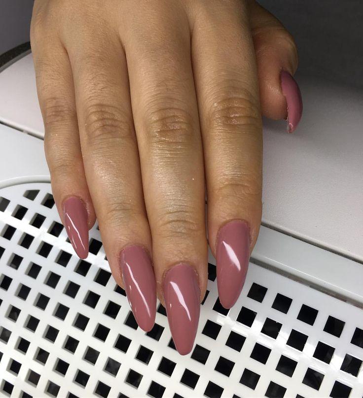"""Indian roses""  #nailsforqueens1 #luxurynails #gelenaglar #gelnails#manicure #pedicure #essi #opi #stockholm #sverige#sweden #bloppis #nagelteknolog #nailart #nailswag #nagelbitare #akrylnaglar #naglar #pink#white #classy #video #tumblr #inspo #inspiration#tutorial #nails #nailie"
