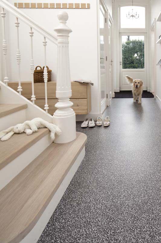 KARWEI | Deze zelfklevende vloer leg je in een handomdraai in huis #vloeren #wooninspiratie #karwei