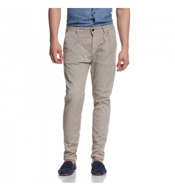 Garment dyed mens pants with darts and small bosses at the belt. http://shop.mangano.com/en/uomo/16458-pantalone-real-beige-old.html  #pants #beige #men #fashion #menswear
