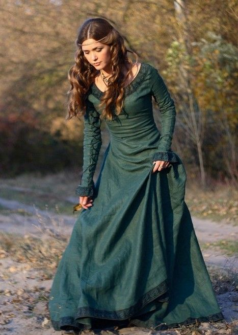 Beautiful medieval dress, great color.