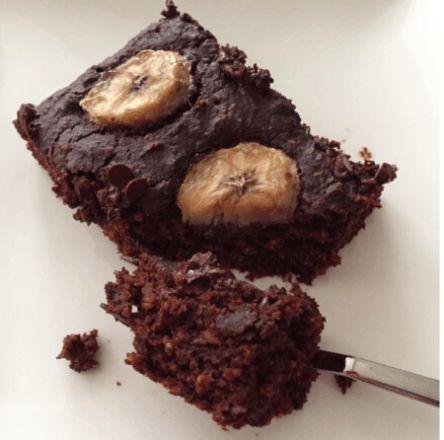 Bu nefis ıslak brownie favori tariflerim arasına çoktan girdi bile. Keçiboynuzu tozunu kakao ile karıştırınca ortaya çıkan tadı çok sevdim. Badem unu ve yulaf ezmesi de birbirine çok yakıştı.…
