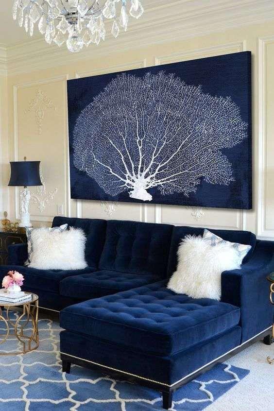 Maxi divano blu - Divano angolare blu in velluto con cuscini bianchi
