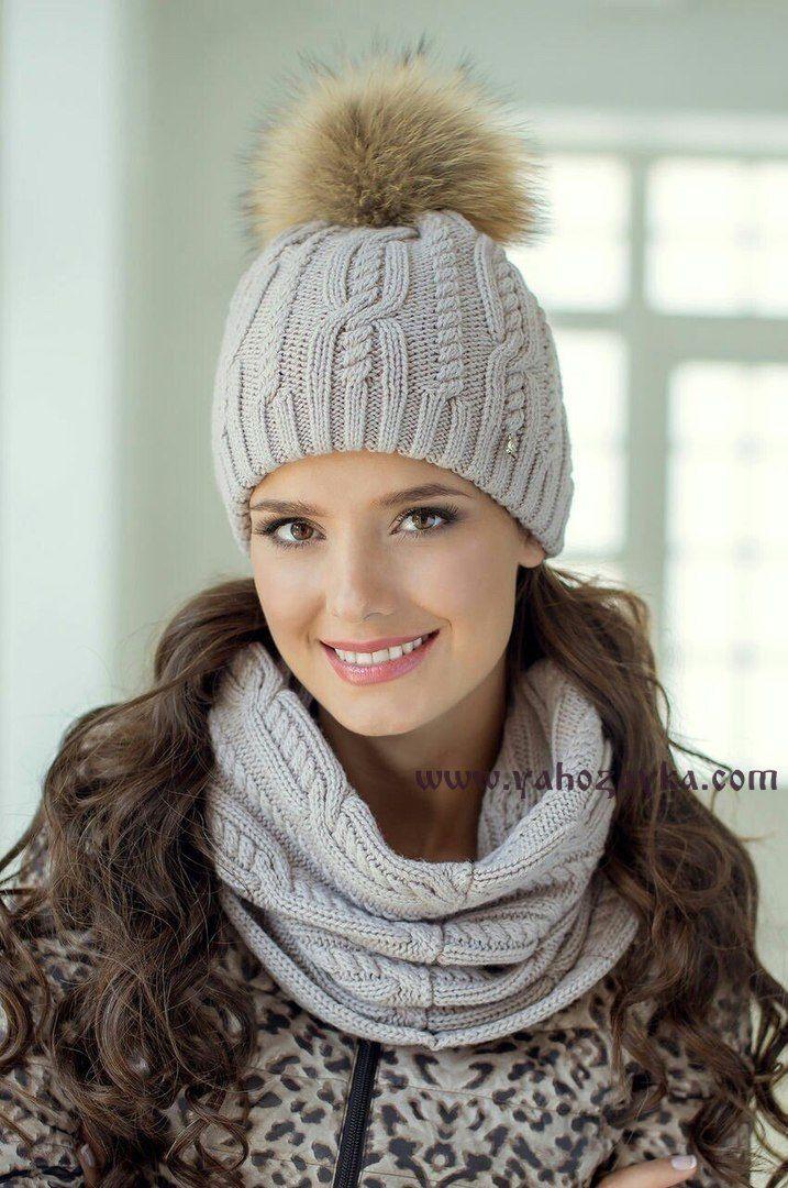 """Зимняя женская шапка спицами узором """"косы"""". Двойная вязаная женская шапка с помпоном"""