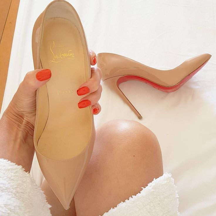 @Regrann from @seni727 - Shoes of the day #mystyle#myshoes#christianlouboutin#louboutinworld #teamlouboutin #pumps #130mm #podpatky #nude #fashion #shoeaddict #instafashion #instashoescz #elegant #fashion #luxury #milujuboty #czechgirl #polskadziewczyna#frenchgirl @talkshoes - #regrann