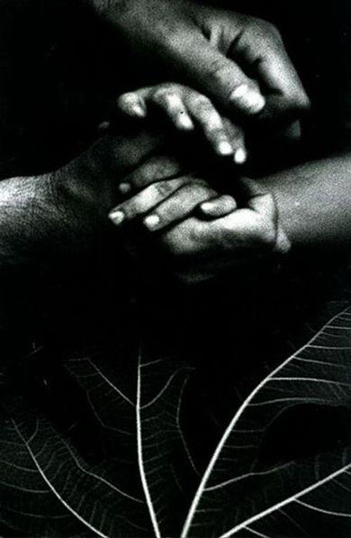 Giacomelli, damme la mano,copyright Photology, Milan-Mario Giacomelli