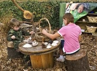Fun outdoor table with pieces of nature to play with