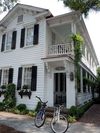 CURB APPEAL – Historical homes on Tradd Street in Charleston SC. Home and Lifestyle Design: Tradd Street Charleston SC
