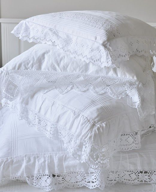 DreamDecorDesign.com <3 ♥ White Shabby Chic Pillows