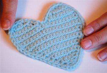 Sweet Heart Crochet Pattern - could make two and stitch together while edging & stuff to make 3D, might make a fun mobile?