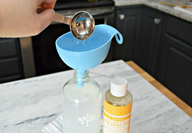 Homemade Grease Cleaner Spray - great for cleaning kitchen messes with non-toxic ingredients and essential oils.