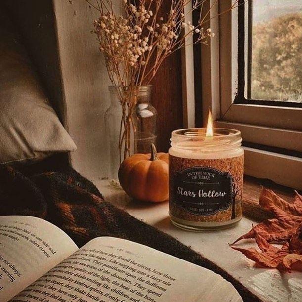 Während ich diese friedlichen Herbsttage mit einer heißen Tasse Tee, einem guten Buch und einer … …   – Kerzen