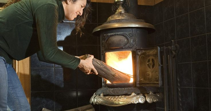 Posibles razones por las que regresa humo hacia la estufa de madera. Una estufa de leña puede ofrecer un ambiente cálido y acogedor en una habitación, proporcionando calor, luz y llamas hermosas. El efecto puede ser un poco menos agradable, sin embargo, si la chimenea no está drenando de manera adecuada y se llena rápidamente de humo la habitación en donde está instalada. Si estás teniendo problemas con su ...