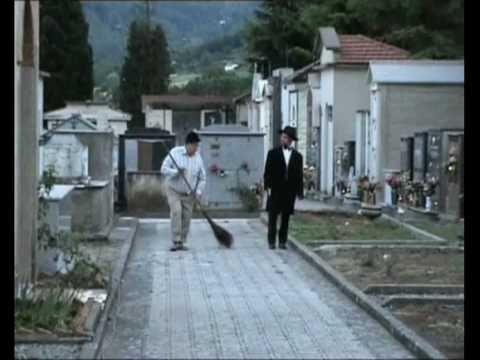 A' livella di Totò - YouTube