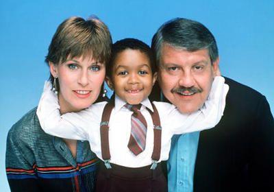 Webster (1983–1989) History and cast: http://www.imdb.com/title/tt0085109/ Theme music: https://youtu.be/keZOJJD8uOE