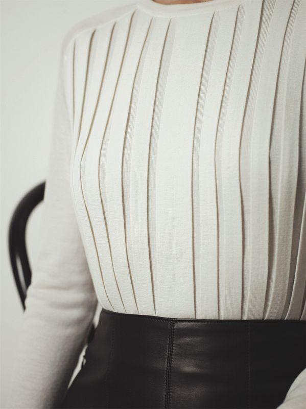 Hermès – Vestiaire d'Hiver 2012  Pleated pullover in fine cashmere  Photo: Zoë Ghertner
