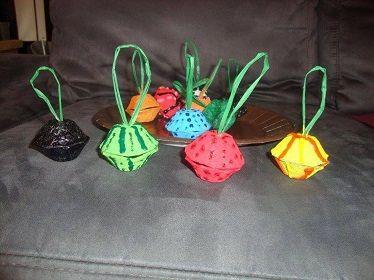 Des boules de Noël avec des emballage en carton d'oeufs #boules #Noel #décoration #bricolage #caboucadin
