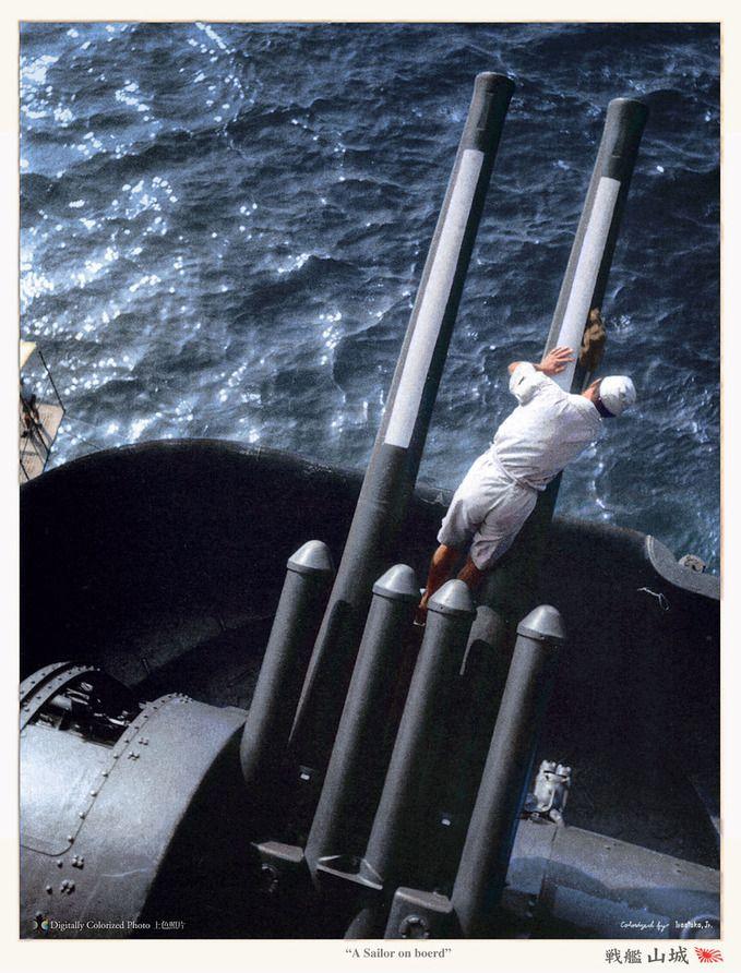 戦艦 山城: 砲台のお手入れをされる水兵さん。japanese_sailor_bb_yamashiro_1943