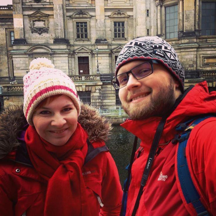 V rámci našeho putování po Berlíně:) Za námi zrovna kus Berliner Dómu. #sbatuzkem #cestovani #travel #traveling #travelling #dnescestujem #vylet #sightseeing #travelblog #travelblogger #instaphoto #instatravel #berlin #germany #love