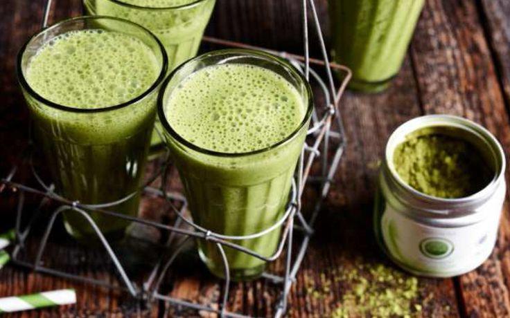 Grün und gesund - Detox-Smoothies mit Matcha-Tee: Smoothies aus Spinat-Kiwi, Apfel-Basilikum oder Rote Bete liegen im Trend. Mit dem Superfood Matcha-Tee werden die Drinks noch gesünder. Wir stellen fünf Rezepte vor.