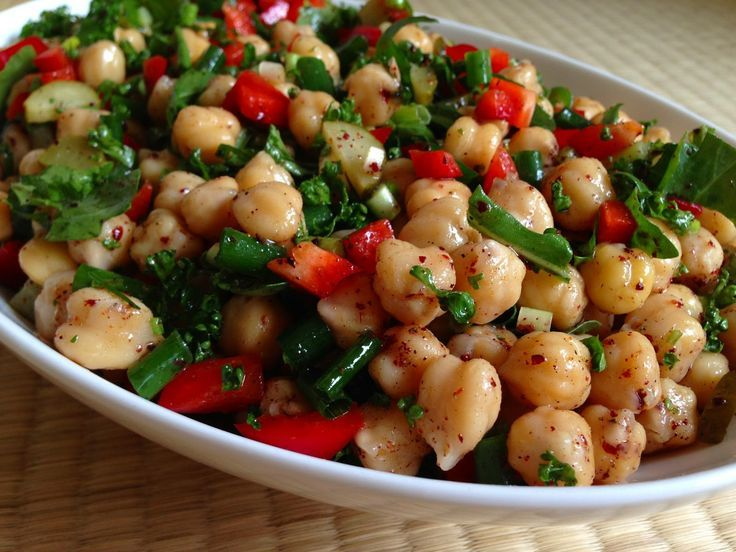 Sağlıklı, doyurucu ve lezzetli bir seçim; Nohutlu ve Yeşil Mercimekli Salata