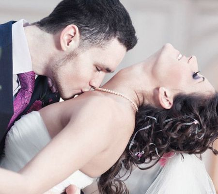 7 Types of Kisses That Can Enhance Your Se–x Drive