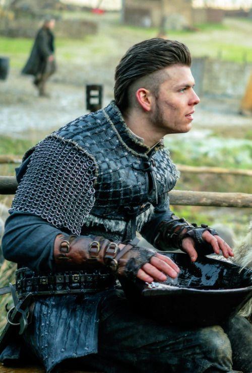 Ivar the Boneless in Revenge (4.18)