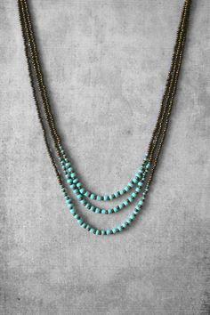 CUSTOM ORDEN :)     Moderno y único capas collar de perlas con 3 hebras. Combinación de ombre antiguo y turquesa de granos. Se adapta a cualquier estilo. _________________________________________________________  ♦ Medidas: Longitud de la cadena corta es 40 cm/16 . Si desea una longitud diferente, por favor dejarme una nota en la comprobación.  ♦ Color: Granos de la semilla turquesa estilo oro antiguo. Conectores de cobre antiguos.  Artículos de susu ♦: Si desea otro tamaño, color o…
