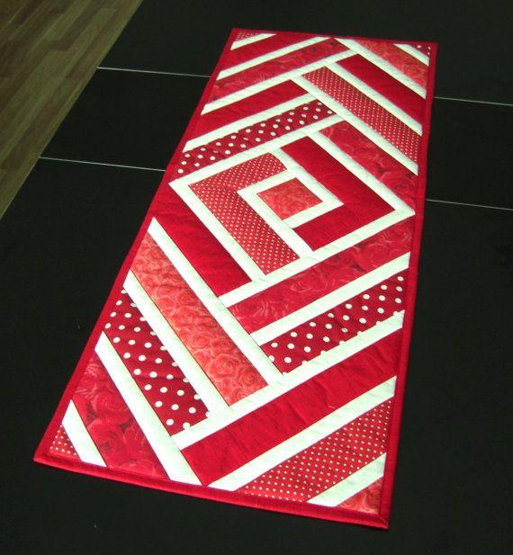 Gesteppte Tisch Läufer rot und handgemachte von TextileHomeware                                                                                                                                                                                 Mehr