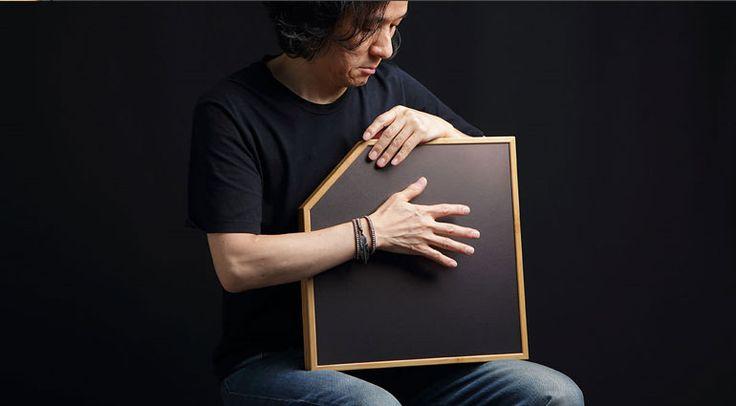Die Firma ATV zeigt ihr neues Percussion-Instrument Electrorganic aFrame. Ein wirklich optisch sehr gelungenes Äußeres mit einem noch interessanteren Innenleben. Dieses Instrument wird es sicherlich zu vielen Anwendern in die Studios und auf die Bühne schaffen. Hier die ersten Videos: