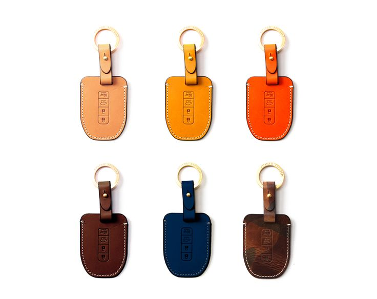 Hyundai_kia 4button smart Handmade Buttero Leather Smart Key Cover/Case   -Handmade by: Custom Republic  -Leather: Vegetable leather from Conceria Walpier & Vera Pelle -Attachment pieces: 18K gold satin coating - Colors: natural, yellow, orange, brown, navy, and camouflage -Thread & Stitching: Serafil (from Germany)  -Measurement: 6cm x 15.5cm