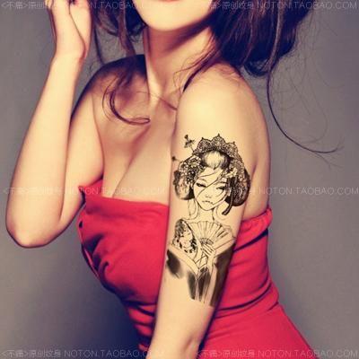 Originale Pasta Tatuaggio Nero Prendere La Carpa Braccio Che Copre Una Grande Cicatrice