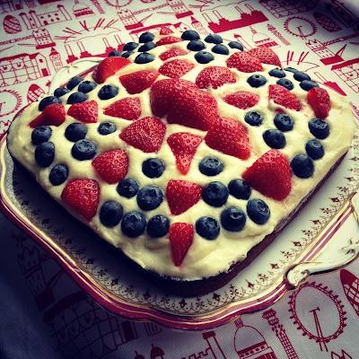 Union Jack inspired cake