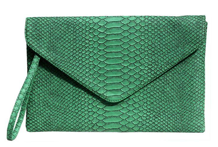 Poison Ivy 5 clutch bag #clutchbag #taspesta #handbag #clutchpesta #fauxleather #kulit #snakeskin #kulitular #animalprint #envelope #amplop  #fashionable #simple #messengerbag #colors #green Kindly visit our website : www.zorrashop.com